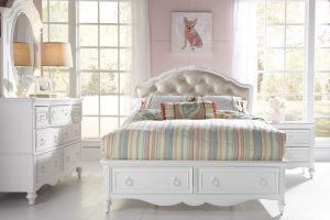 Teenage & Child Girls Bedroom Set by Samuel Lawrence in Long Island